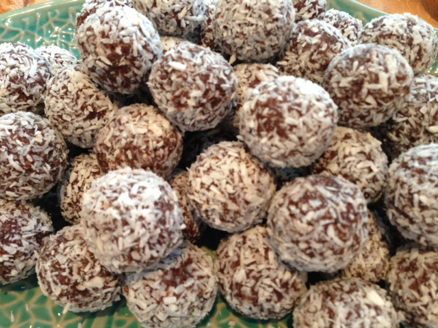 Chocolate Coconut Bliss Balls (Raw Chocolate Truffles) | The Naked ...